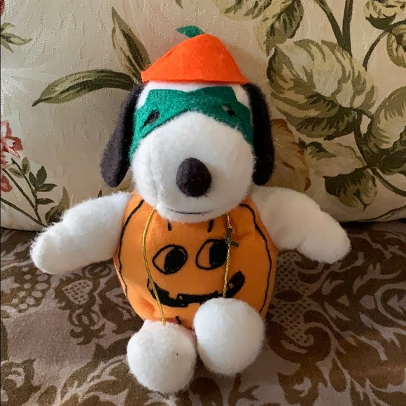 Vintage Other - Snoopy in eye mask w hat pumpkin 🎃 costume doll